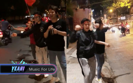Hòa vào niềm vui chung, bộ ba Gil Lê - Miu Lê - Duy Khánh đứng trên lề ăn mừng, đập tay với người đi đường