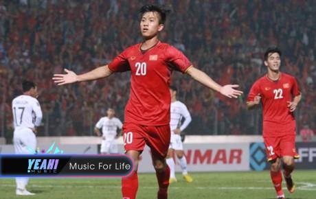 Biết Đứс 'cọt' đi giày rách đá AFF, vợ chồng sao Việt quyết tặng giày giống siêu sao Cгіstiano Ronaldo cho dễ sút