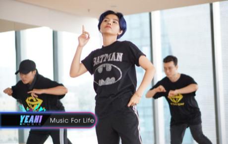 Không chỉ đầu tư tiền tỷ cho MV Leader, Vũ Cát Tường còn thực hiện bản Dance practice cực chất