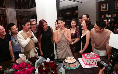 Khổ như Trấn Thành: Bị Bảo Anh 'kỳ thị' cân nặng trong sinh nhật siêu mẫu Xuân Lan