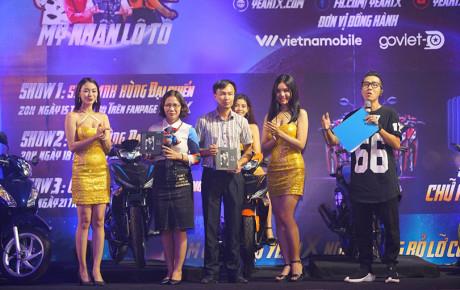 8x Hà Nội bất ngờ trúng thưởng 2 xe máy từ ứng dụng Yeah1X