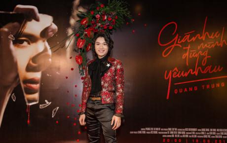 Nghệ sĩ hài đầu tiên ra mắt MV với ca khúc riêng - Quang Trung hát live tại buổi họp báo khiến khán giả xúc động