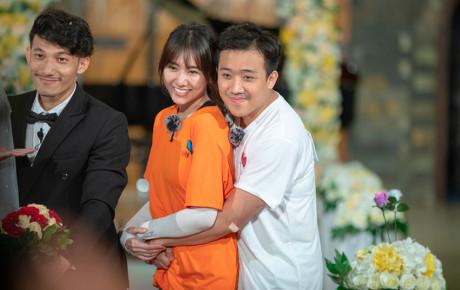 """Hari Won đưa điều kiện hấp dẫn khiến Trấn Thành ngoan ngoãn """"dâng bảng tên"""" : """"Em có quyền tăng lương mỗi ngày cho anh"""""""