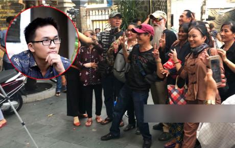 """Đám đông chụp hình nhốn nháo tại lễ tang NS Anh Vũ, MC Đại Nghĩa thẳng thắn: """"Bất kì ai níu kéo xin chụp hình, đừng trách tôi trở mặt"""""""