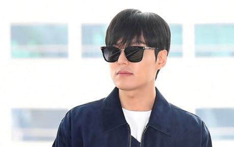 """Vừa xuất ngũ đã bị chê xuống sắc, Lee Min Ho biệt tăm nửa tháng """"tu luyện"""", vừa lộ diện đã soái ca ngời ngợi thế này"""
