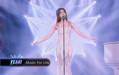 Cô gái xinh đẹp biểu diễn ca khúc 'All of me' quá hay khiến người nghe rơi lệ