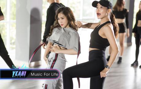 Hương Tràm ẩn ý nói lên phần nào áp lực của mình trong cuộc sống trong Mv Dance