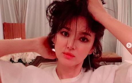 Song Joong Ki vừa gây bão vì đeo nhẫn cưới đập tan tin đồn ly hôn thì Song Hye Kyo lại có động thái này