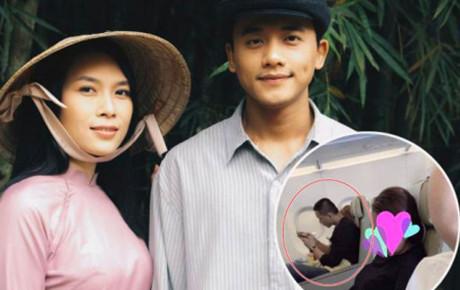 Mỹ Tâm nựng má Mai Tài Phến trên máy bay nghi vấn hẹn hò cùng chàng diễn viên kém 10 tuổi!