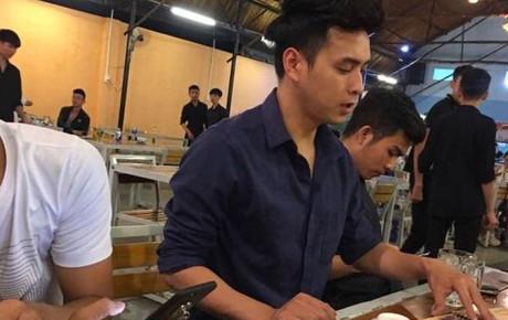 Hồ Quang Hiếu lại khiến fan kêu gào vì đăng ảnh với caption đầy thả thính