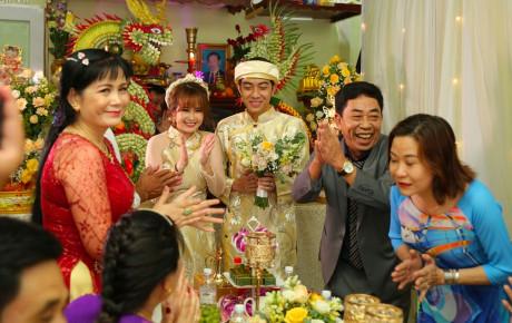 Biểu cảm của bố mẹ sao Việt trong đám cưới con: Người cười như Tết, người khóc nức nở