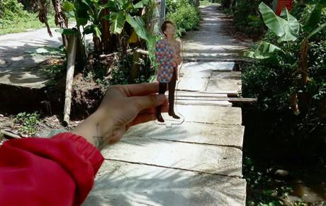 """Đáng yêu như Sky: Sơn Tùng hát """"hãy trao cho anh"""", fan nói không rồi góp tiền trao luôn 1 cây cầu cho người dân Kiên Giang"""