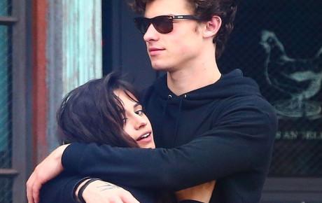 """Không có """"friendzone"""" nào mà bên nhau từ đêm đến sáng, nắm tay ôm ấp đủ kiểu như Shawn Mendes và Camila Cabello cả?"""