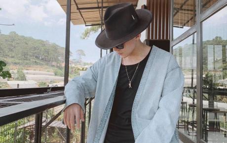"""Lên đồ """"sương sương"""" đi nghỉ lễ, Sơn Tùng khiến fan xao xuyến bởi vẻ điển trai khó cưỡng"""