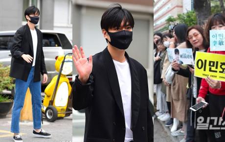 """Tài tử """"Người thừa kế"""" Lee Min Ho chính thức xuất ngũ: Điển trai như thường, fan quốc tế xếp hàng dài từ rạng sáng"""