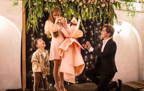 Lộ thiệp cưới của Thu Thủy và bạn trai kém 10 tuổi sau 3 ngày cầu hôn