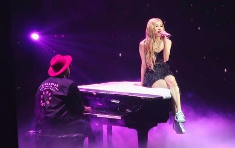 """Có chuyện gì mà Rosé lại bật khóc trong concert của BLACKPINK, phải chăng vì loạt """"phốt"""" mới của YG?"""