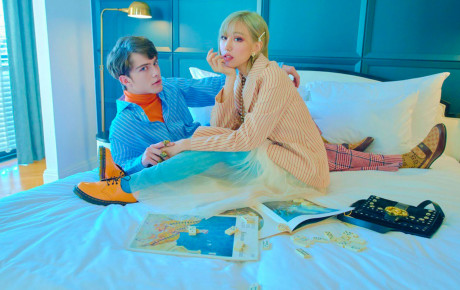 """Kỷ niệm 1 năm ra mắt MV, Min tung ảnh tình tứ bên mẫu Tây điển trai kém 9 tuổi khiến fan được dịp """"đẩy thuyền ra khơi"""""""