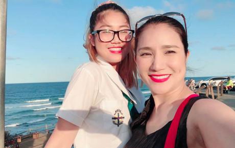 Con gái 17 tuổi của MC Cát Tường sống ra sao tại Úc trong khi người mẹ quá buồn phiền vì bị cắt hợp đồng 'Bạn muốn hẹn hò'?