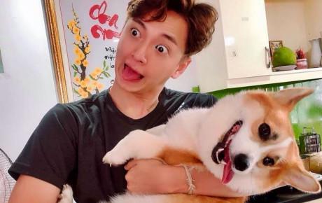 """""""Chủ nào tớ nấy"""" là có thật: Ngô Kiến Huy khoe cún cưng siêu đáng yêu, làm biểu cảm """"đùa nhây"""" đúng cùng một giuộc"""