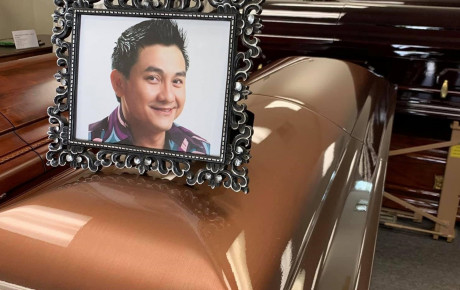 Thi hài cố nghệ sĩ Anh Vũ đang được di chuyển về Việt Nam, sắp được gặp người thân và an nghỉ trên đất mẹ