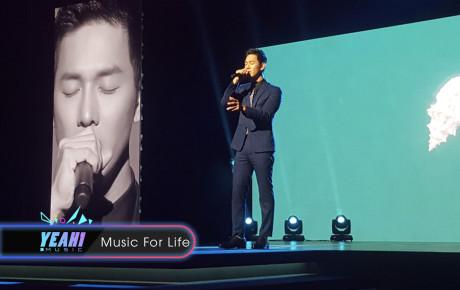 """Song Luân diện Suit lịch lãm, hát Bên em là anh """"cực ngọt"""" trên sân khấu của Giải thưởng Hàn Lâm Sáng tạo Châu Á 2018"""