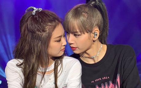 """Jennie và Lisa liên tục tình tứ trên sân khấu, """"thuyền JenLisa"""" lại được dịp ra khơi"""