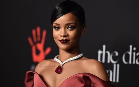 Sau 3 năm chuyên tâm bán mỹ phẩm, Rihanna đã bật mí về album mới nhất