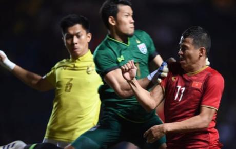 Anh Đức ghi bàn phút bù giờ, tuyển Việt Nam hạ Thái Lan để vào chung kết King's Cup