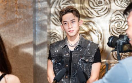 """Phong cách """"cool boy"""" nhưng Kay Trần vẫn hồi hộp, đổ mồ hôi khi đứng trước đạo diễn Nguyễn Quang Dũng"""