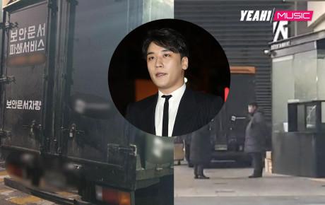 Lúc Seungri trình diện cảnh sát, YG bị bắt gặp bí mật tiêu hủy 2 xe tải giấy tờ vào rạng sáng sớm